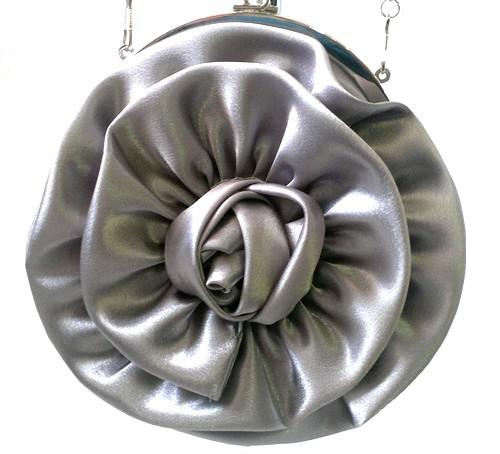 Stříbrná společenská kabelka s rámkem a kytkou edd0cc4d8f9