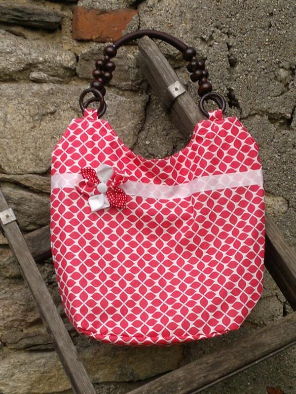 f74b0e897c Červená kabelka s korálkovými uchy