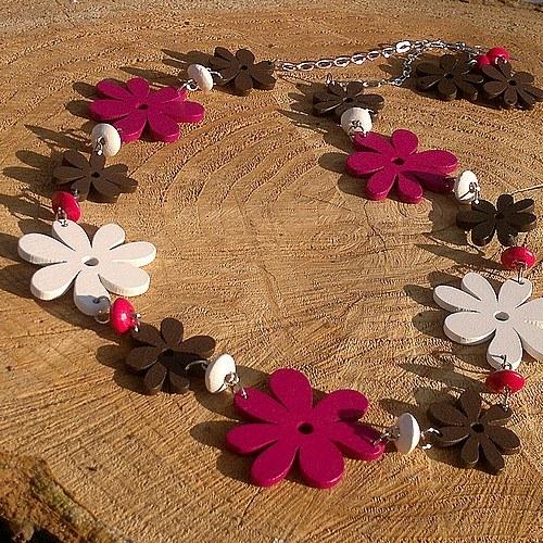 Barevné dřevěné květinové korále a náušnice d95a1d7de56